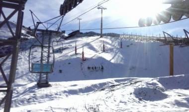 Encontraron a tres personas esquiando en Cerro Bayo