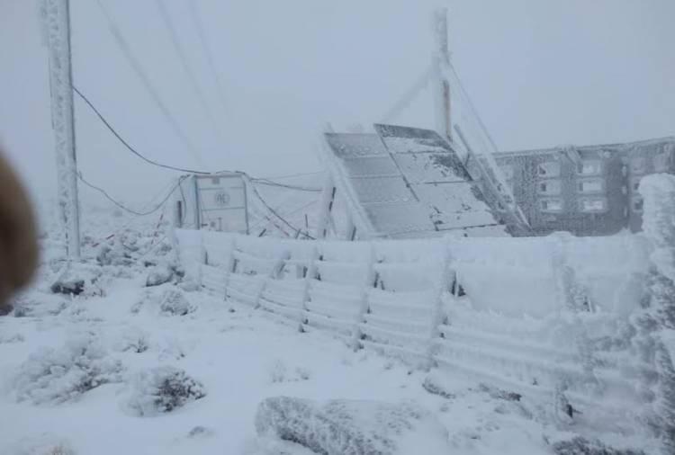 Chubut: el temporal de viento y nieve derribó torres de alta tensión